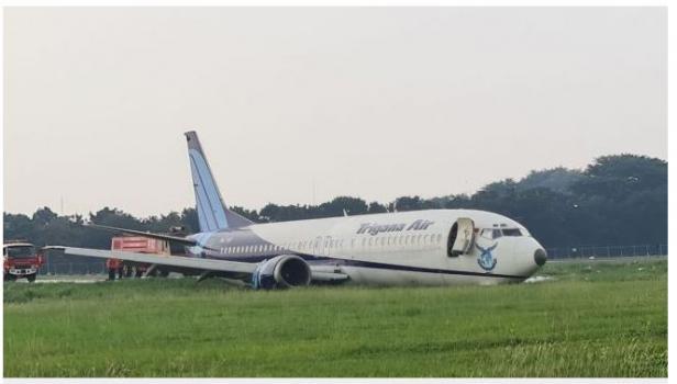 Pesawat Trigana Air tergelincir di Bandara Halim Perdanakusuma.