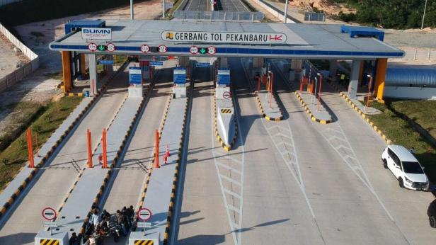 Jalan Tol Pekanbaru-Dumai sepanjang 131,5 kilometer dengan biaya Rp 12,18 triliun