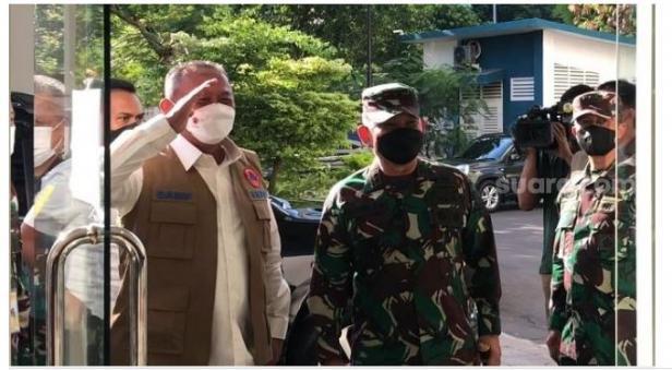 Kepala BNPB Letjen TNI Ganip Warsito saat menyambangi RSD Wisma Atlet, Kemayoran, Jakpus.