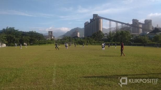Tim Semen Padang FC Saat Latihan