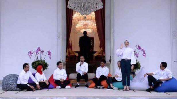 Presiden Jokowi mengumumkan tujuh staf khusus baru di Istana Merdeka, Jakarta beberapa waktu lalu