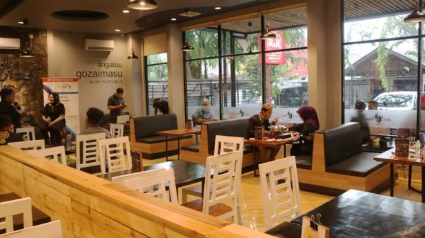 Suasana dalam kafe dan Resto Sushi Rock n Roll