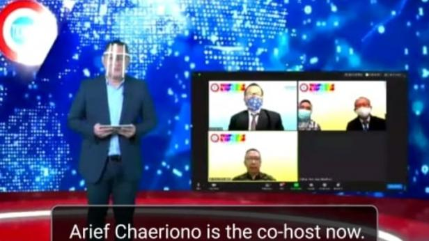 Pembawa acara TKMPN 2020 saat mengumumkan pemenang inovasi melalui virtual