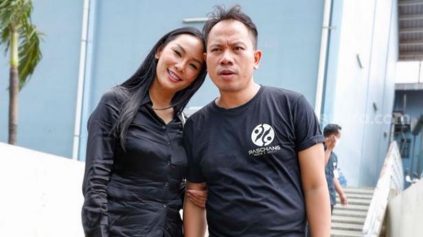 Pasangan Vicky Prasetyo dan Kalina Oktarani