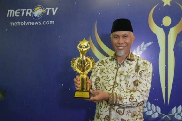 Mahyeldi Ansharullah Raih Penghargaan Best Government Officer of The Year 2020