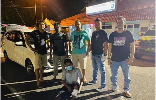 Tersangka saat diamankan tim Satreskrim Polresta Padang
