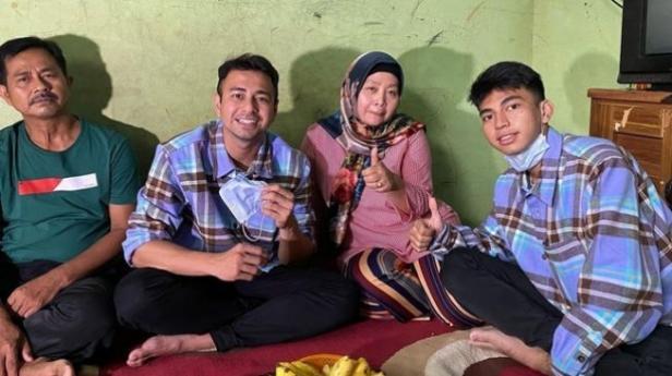 Raffi Ahmad bertemu dengan keluarga Dimas Ahmad