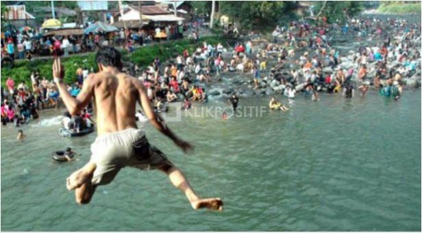 Tradisi balimau di kawasan Lubuk Minturun Padang