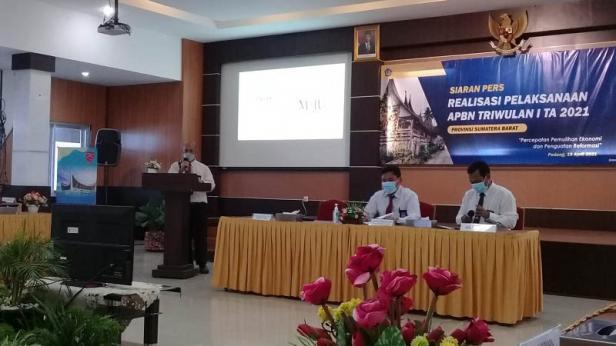 Kepala Kanwil Direktorat Jenderal Pajak (DJP) Sumbar dan Jambi (Sumbarja) diwakili Kepala Bidang Data dan Pengawasan Potensi Perpajakan, Rizaldi.