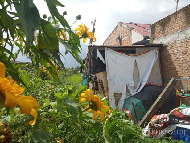 Rumah tak layak huni di Bukittinggi yang viral di Facebook