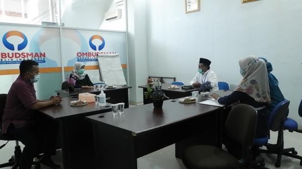 Kepala Sekolah SMKN 2 Padang memberikan keterangan kepada Ombudsman Sumbar terkait isu mewajibkan berjilbab