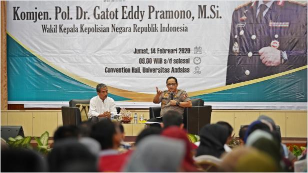 Wakapolri Komjen Pol Gatot Eddy Pramono saat kuliah umum di Universitas Andalas