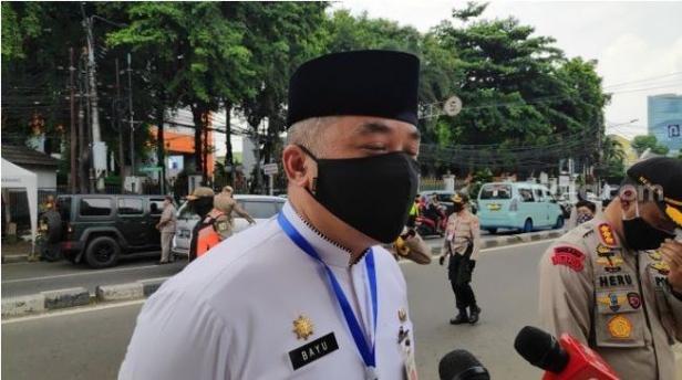 Wali Kota Jakarta Pusat Bayu Meghantara seusai meninjau asrama mahasiswa STT Bethel Indonesia di Petamburan.