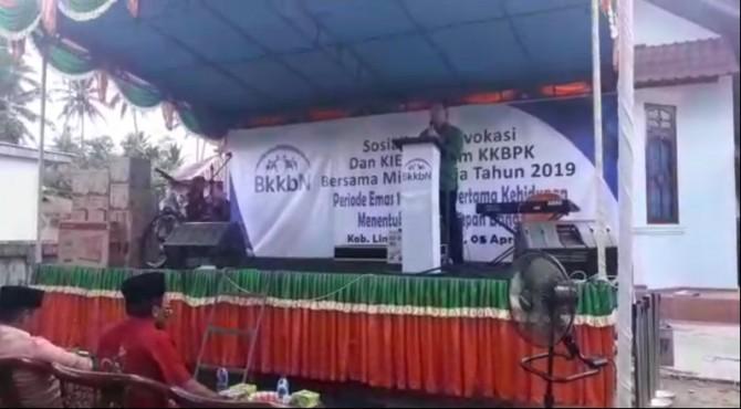 Anggota Komisi IX DPR RI, Muhammad Iqbal saat sosialisasi program KKBPK di Kecamatan Mungka, Kabupaten Limapuluh Kota Jumat, 5 April 2019