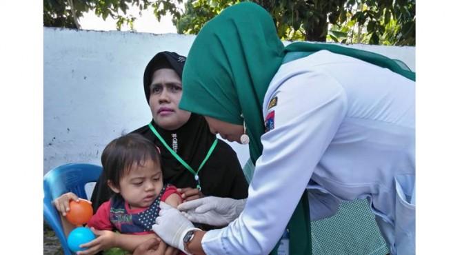 Pemberian imunisasi terhadap anak.