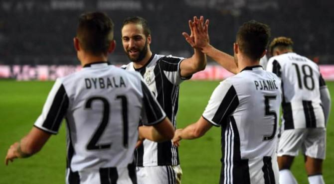 Selebrasi pemain Juventus usai mencetak gol ke gawang PSG dalam ICC 2017