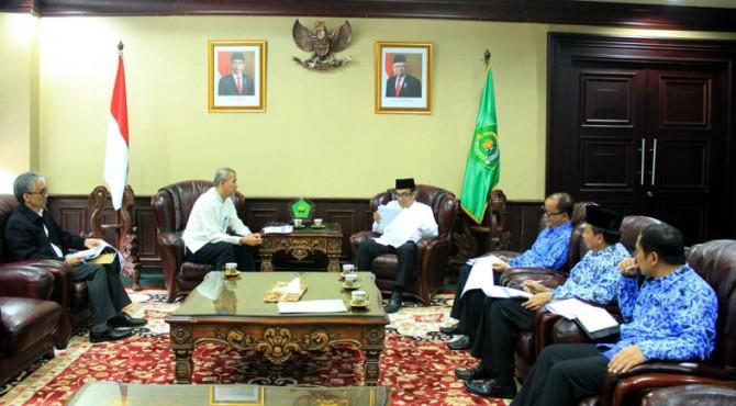 Menag saat menerima Kepala Badan Pengelola Keuangan Haji (BPKH) Anggito Abimanyu, di Kantor Kementerian Agama