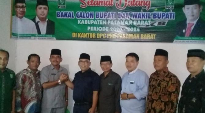 Yulianto dan Syafrial saat mendaftar Balon Bupati dan Wabup Pasbar di DPC PKB Pasbar.