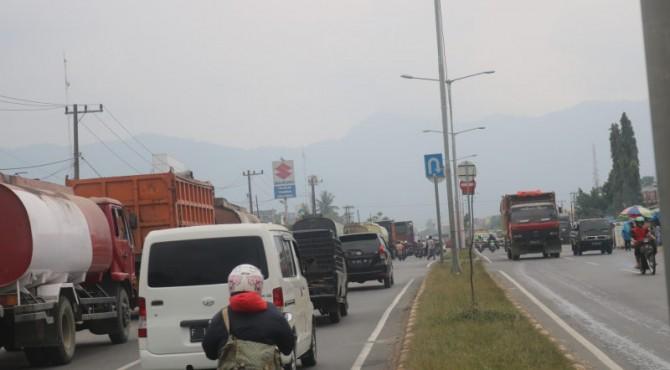 Antrean BBM di Bypas Kota Padang
