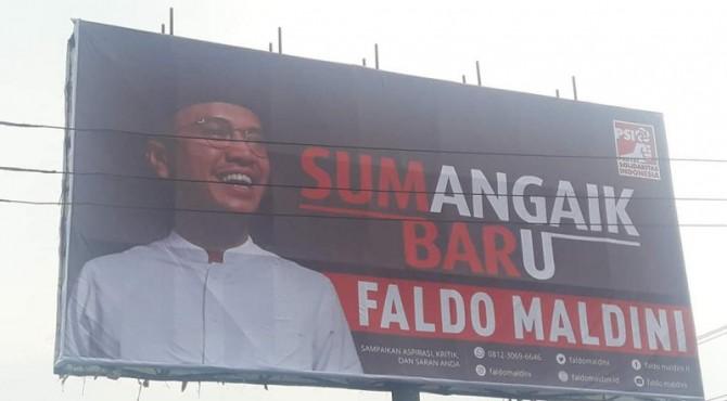 Spanduk Faldo Maldini di Kota Padang