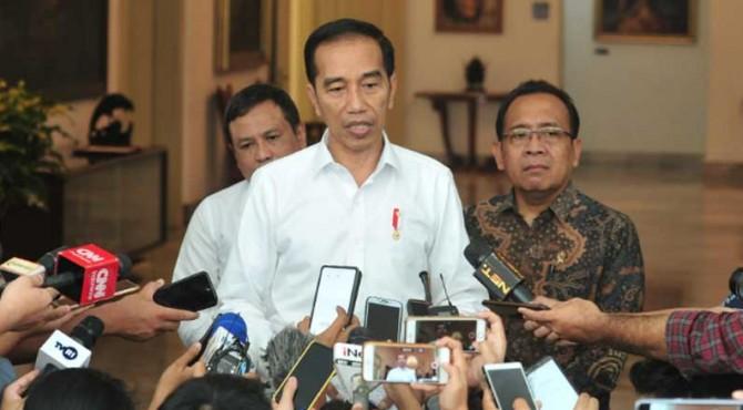 Presiden Joko Widodo memberikan keterangan pers soal situasi terkini di Wamena, Papua, Senin (30/9).