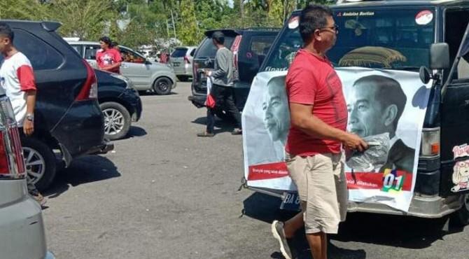 Persiapan Rombongan tim kampanye daerah (TKD), relawan dan simpatis paslon capres dan cawapres nomor urut 01 Jokowi-Ma'ruf Amin asal Kabupaten Pesisir Selatan menuju Padang
