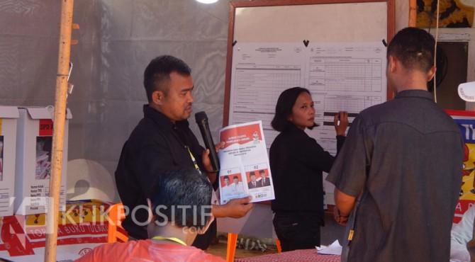 Proses penghitungan suara di TPS 01 Kelurahan Nunang Daya Bangun Kecamatan Payakumbuh Barat.