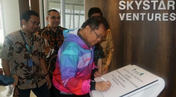 Menteri Kominfo saat meresmikan gedung baru Skystar Venture UMN di Universitas Multimedia Nusantara, Tangerang, Jumat (06/09/2019)