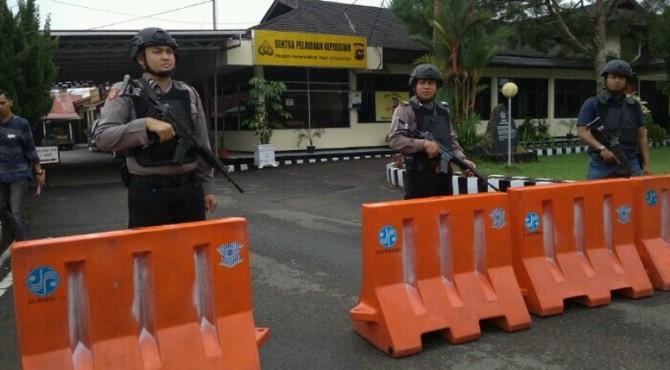 Penjagaan ketat di Mapolres Payakumbuh.