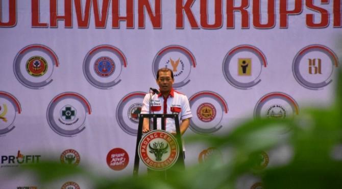 Direktur Keuangan PT Semen Padang Tubagus Muhammad Dharury�menyampaikan kata sambutan saat seminar korupai di GSG Semen Padang