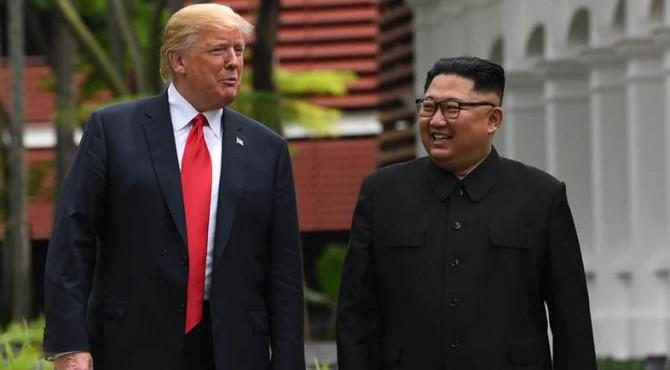 Donald Trump bersama Kim Jong Un