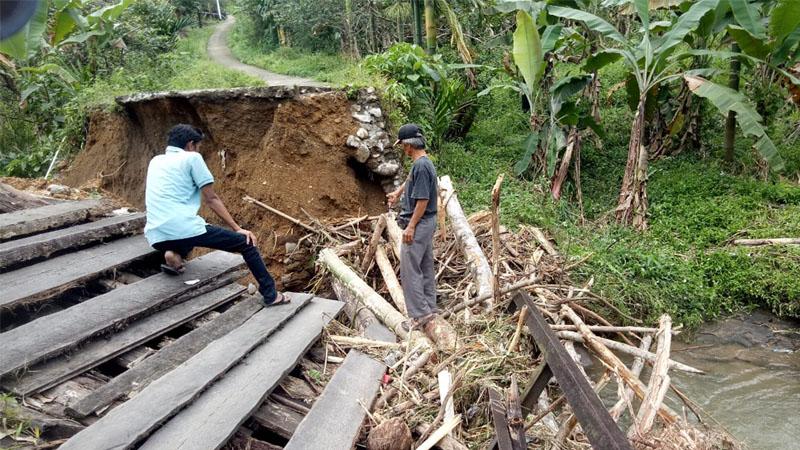 Jembatan Batang Paman yang runtuh