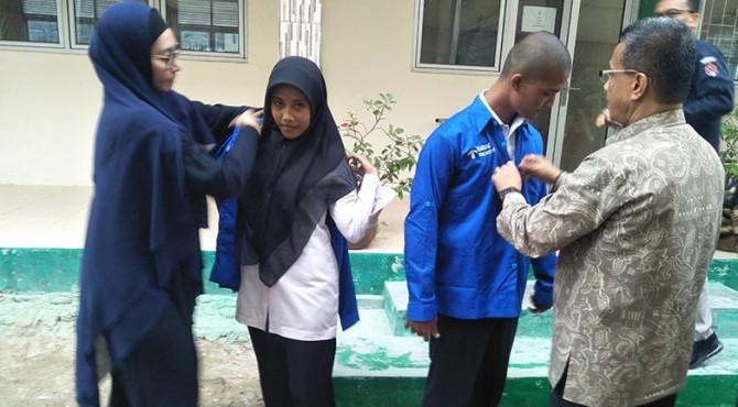 Kepala sekolah SMK N 3 Pariaman dan Pihak Samsung Teknologi Indonesia beserta Siswa/Siswi saat launcing Institute Tech Samsung.
