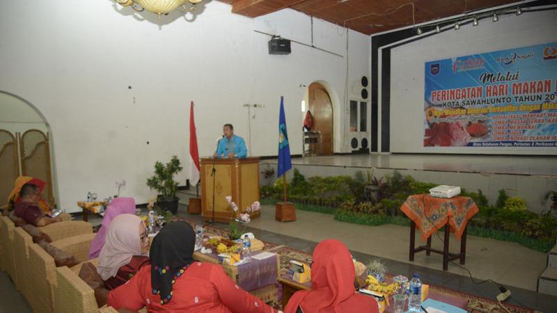 Kepala Dinas Ketahanan Pangan, Pertanian dan Perikanan Kota Sawahlunto, Hilmed Saat Membuka Peringatan Hari Makan Ikan Kota Sawahlunto
