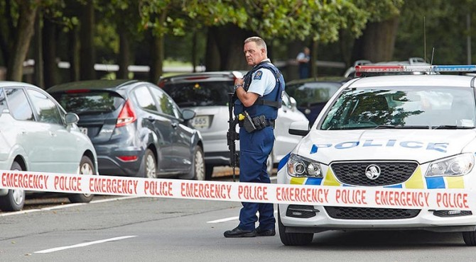 Polisi Selandia Baru mengamankan lokasi teror di Masjid An-Nur, Christchurc pekan lalu
