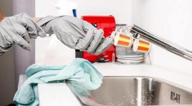 ilustrasi membersihkan perabot rumah
