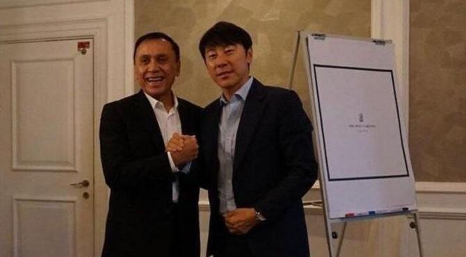 Ketua Umum PSSI, Mochamad Iriawan bersama Shin Tae Yong