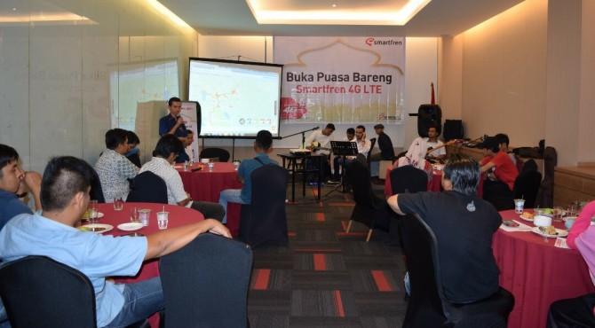 Buka puasa Smartfren dengan wartawan di Padang