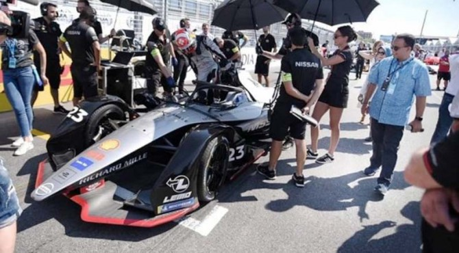 Gubernur DKI Jakarta, Anies Baswedan saat menyaksikan ajang Formula E di Amerika.
