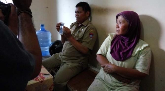 Orang tua satu dari sepuluh ABK kapal KM Brahma 02 yang disandera oleh sekelompok perompak di perairan Filipina