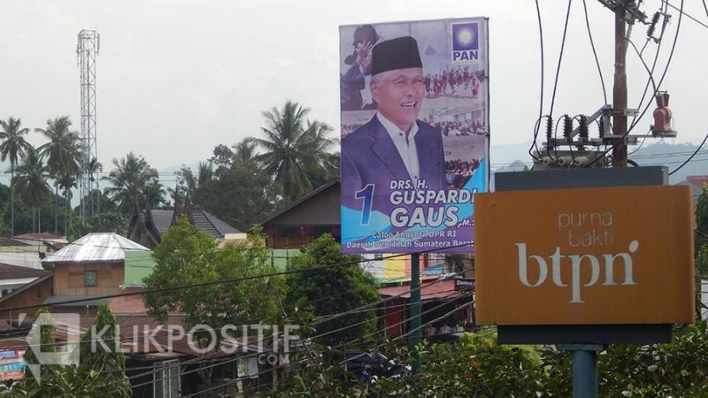 Salah satu APK Pemilu yang terpajang di jalan utama Kota Payakumbuh