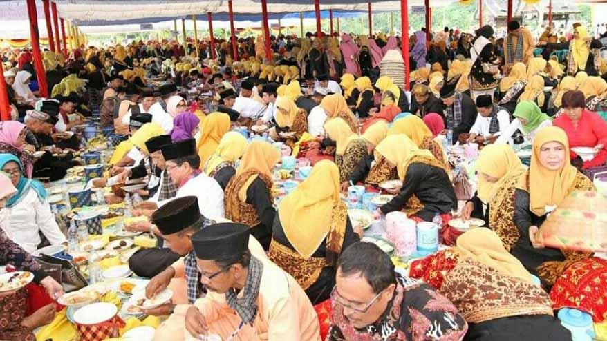 Makan Bajamba, salah satu event pada Festival Budaya Minangkabau tahun lalu.