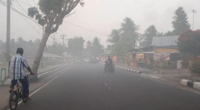 kabut asap selimuti daerah Jati Kota Pariaman.