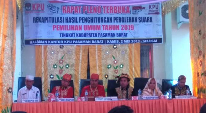 Rapat pleno di halaman KPU Pasbar