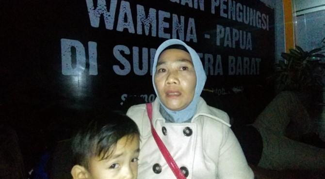 Selmitawati saat tiba di Bandara Internasional Minangkabau (BIM), Senin (07/10/2019)