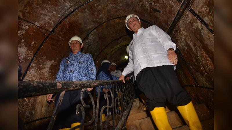 Wagub Sumbar Nasrul Abit dan Wali Kota Sawahlunto Deri Asta di Situs Lubang Tambang Mbah Soero