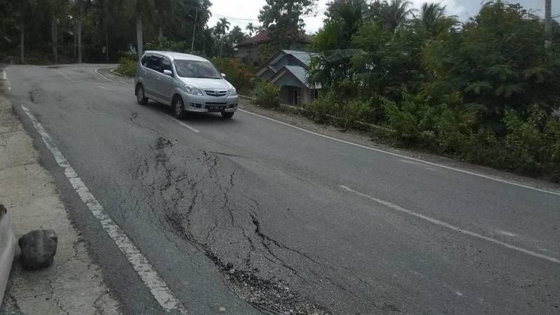 Ruas Jalan Provinsi yang Rusak dan Bergelombang di Sawahlunto