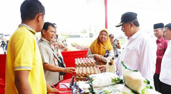 Wako Solok Zul Elfian tinjau Stand bazar murah di Istiqlal Park, Lapangan Merdeka kota Solok