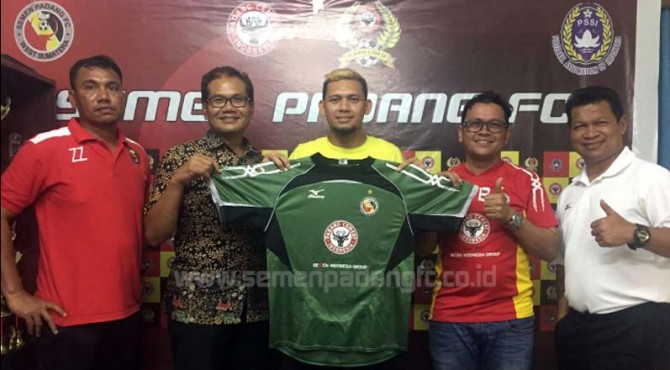 M. Ridwan resmi berseragam Semen Padang FC.