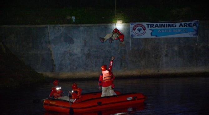 Personil TRC Semen Padang saat mengikuti simulasi water rescue di Kenagarian Gaung, Kecamatan Kubung, Solok beberapa waktu lalu